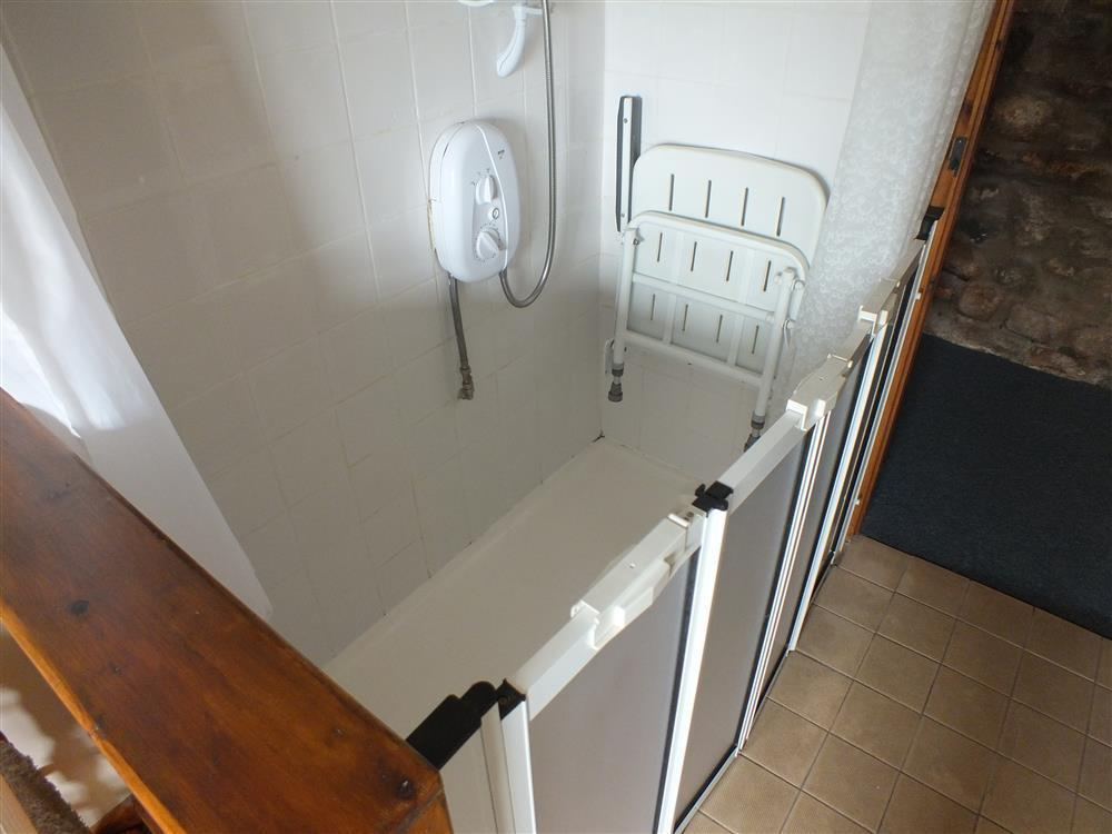 05-Walk-In Shower Room-758 (2)