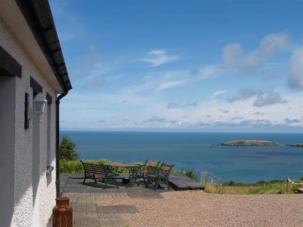 Delightful sea view cottage overlooking Cardigan Bay - Sleeps 4 - Ref 816
