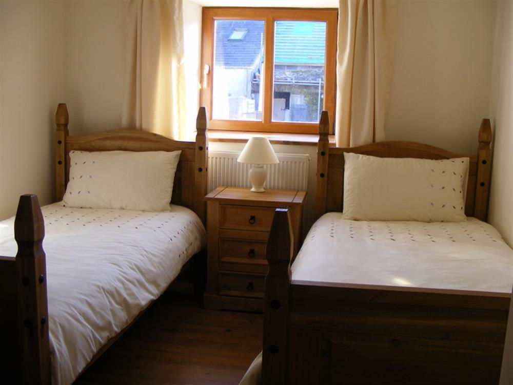02-Carmarthenshire Twin Bed-883