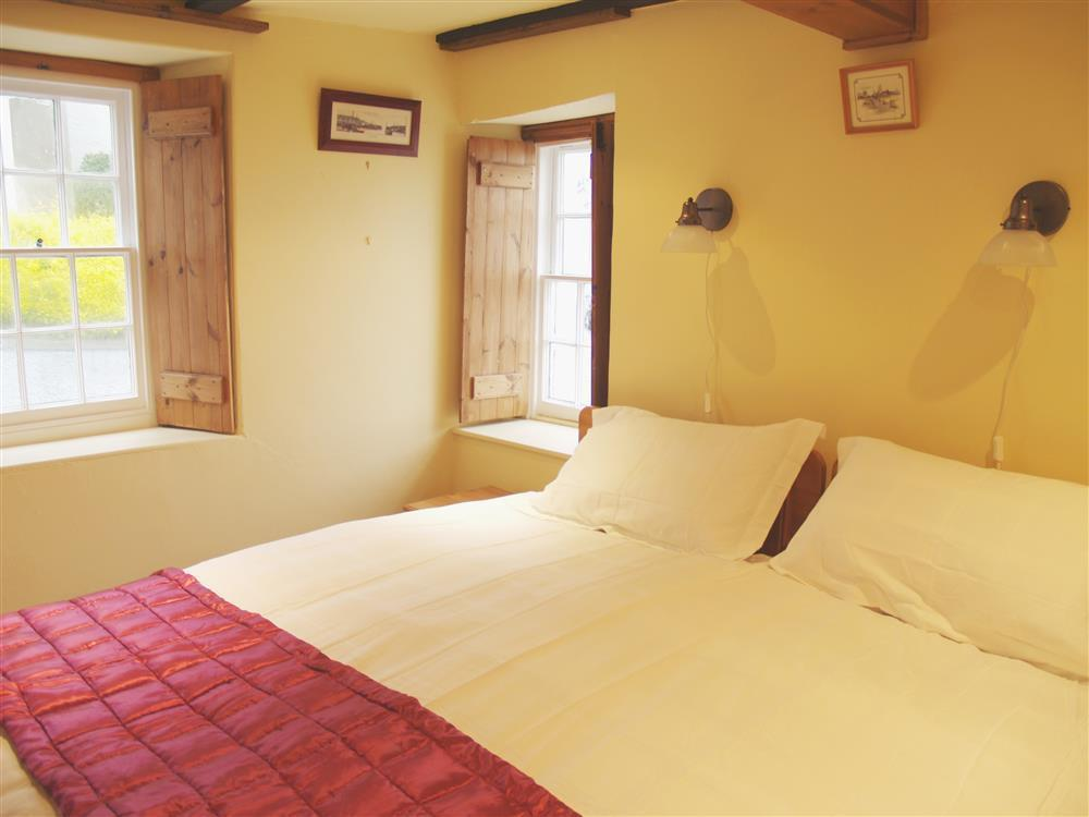 Photograph of 05-King Size Bed in New Quay-930