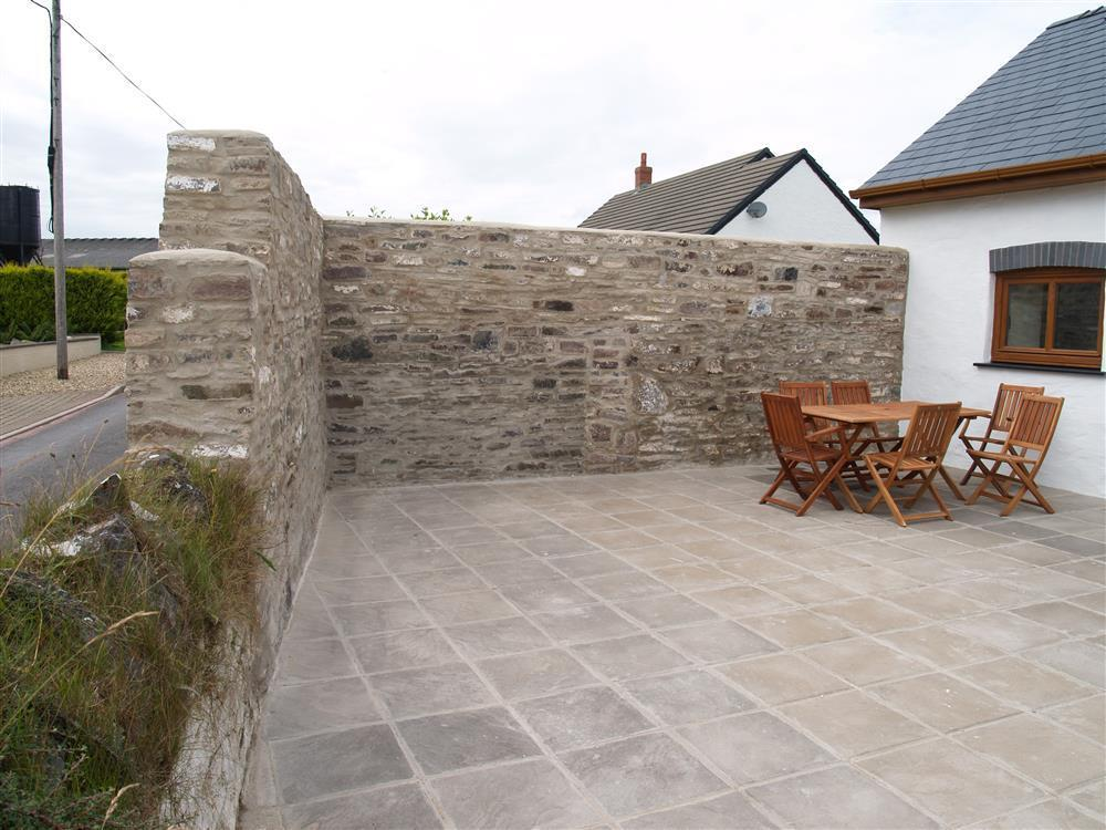 05-Laugharne Barn Patio-939