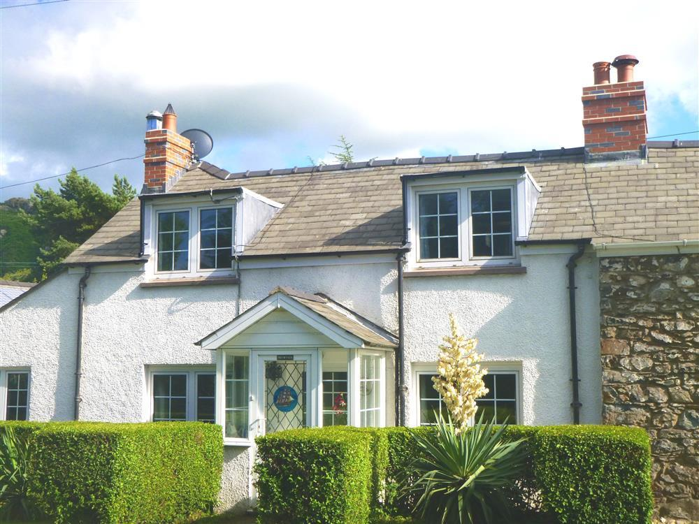 Cottage near coast in Pembrokeshire National Park  Sleeps: 6  Property Ref: 358