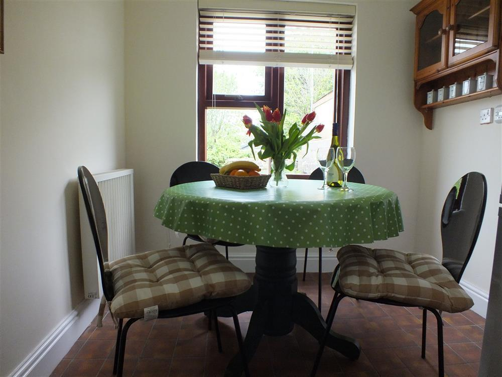 Photograph of 472-5-dining area