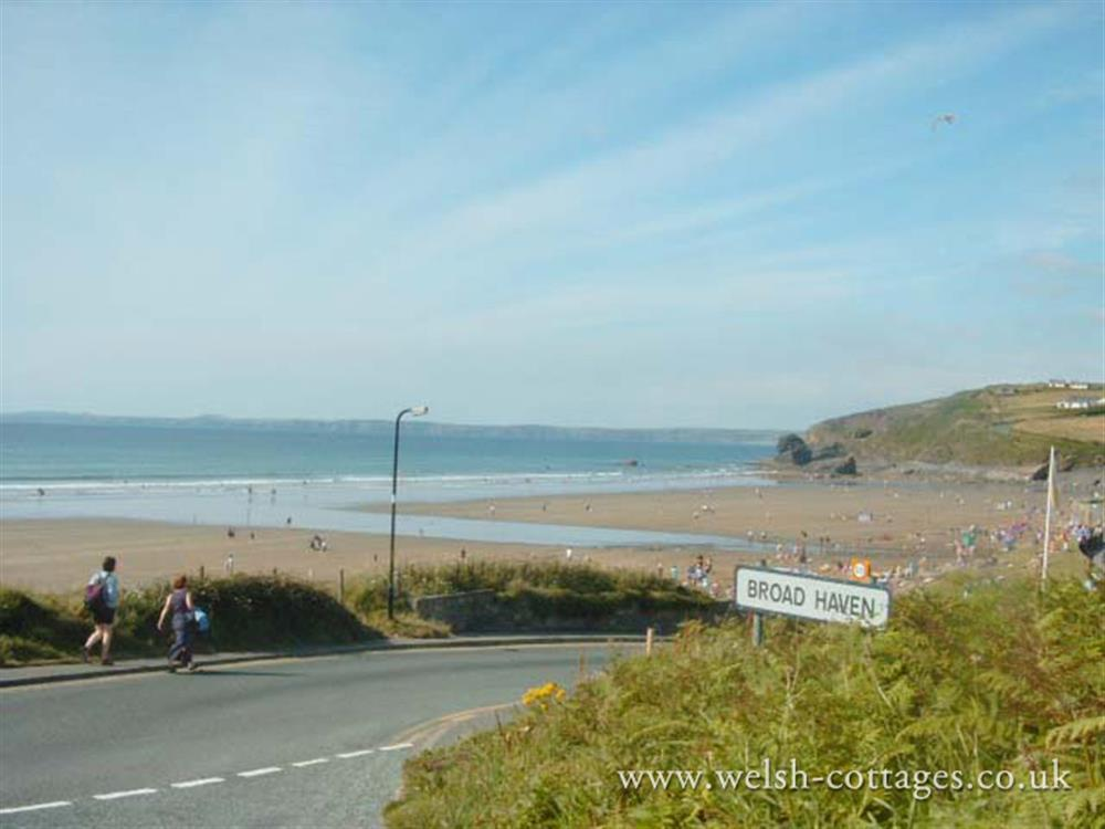 Photograph of 09 Broad Haven Beach 560 (2)