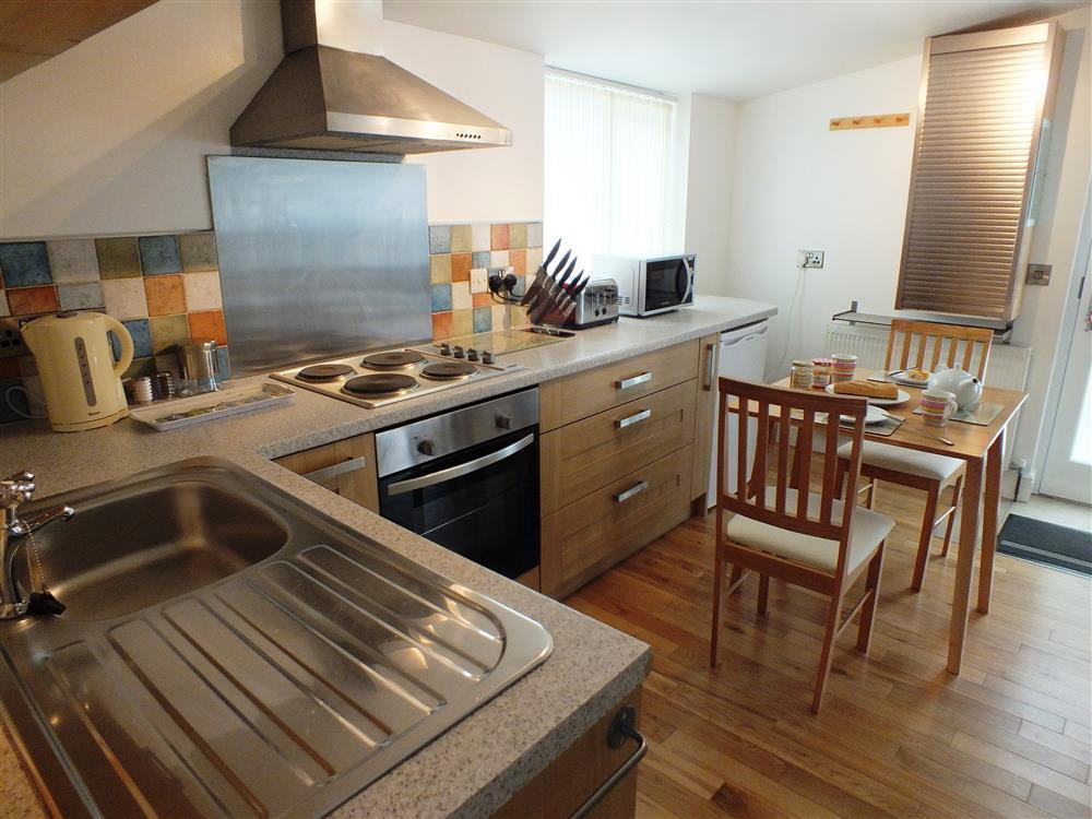 02 Hengoed Kitchen 2179 (1)