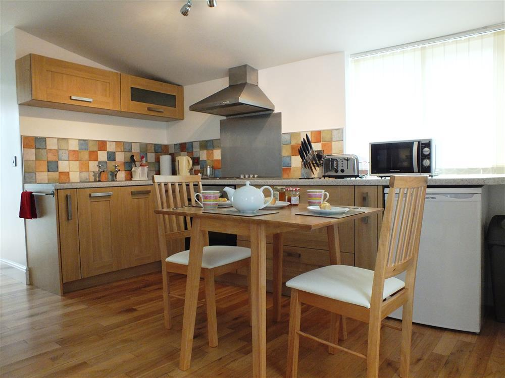 02 Hengoed Kitchen 2179 (2)