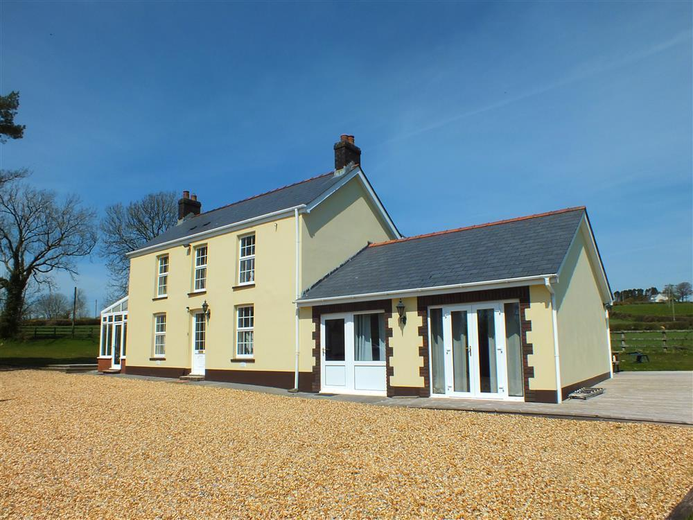 Detached countryside house in an acre of grounds on the edge of the Preseli Hills  Sleeps: 10  Property Ref: 535