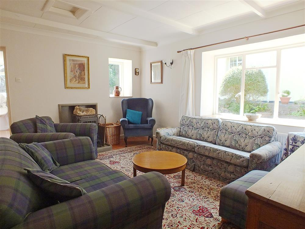 02 Cardigan Bay Sitting Room 573 (1)