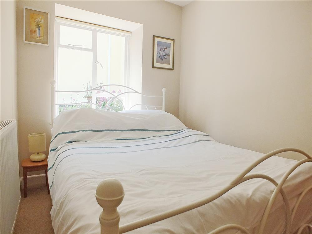 04 Llangrannog Double Bed 573 (2)