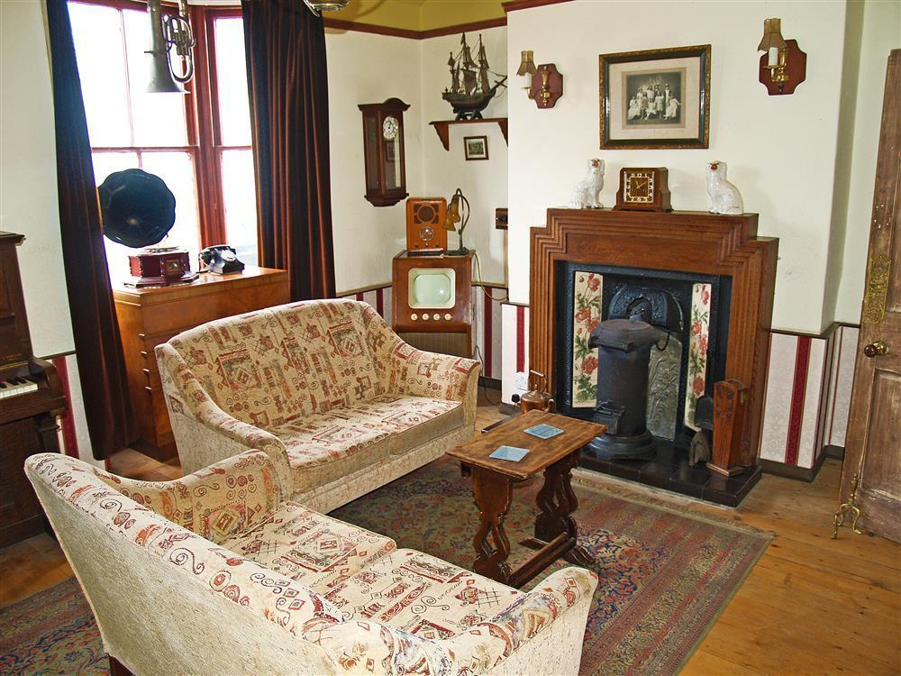 577-04 Historical Sitting Room Borth (1)