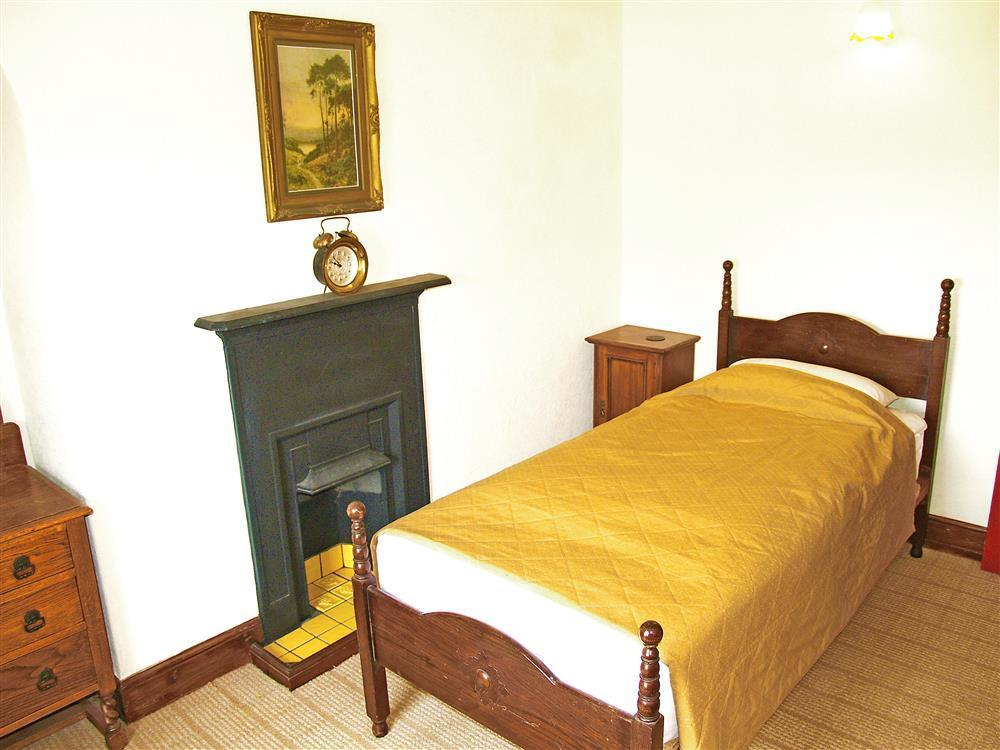 577-06 Single Bedroom in Cardigan Bay (1)