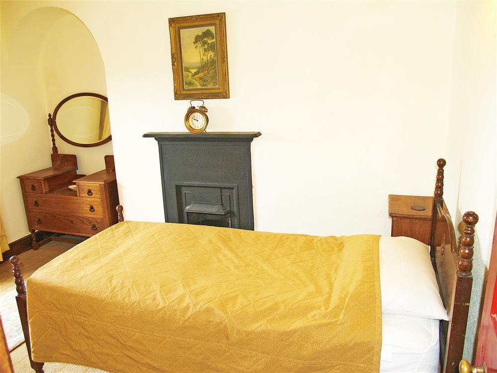 577-06 Single Bedroom in Cardigan Bay (2)