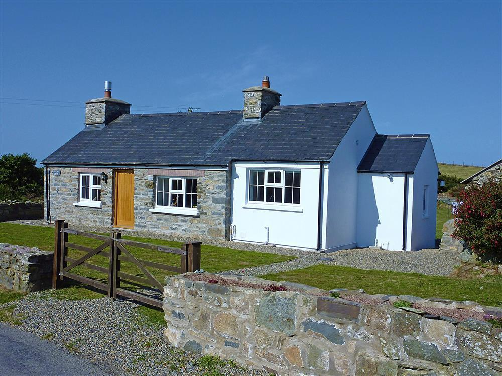 Comfortable and cosy traditional crog loft rural coastal cottage - Sleeps 4 - Ref 628