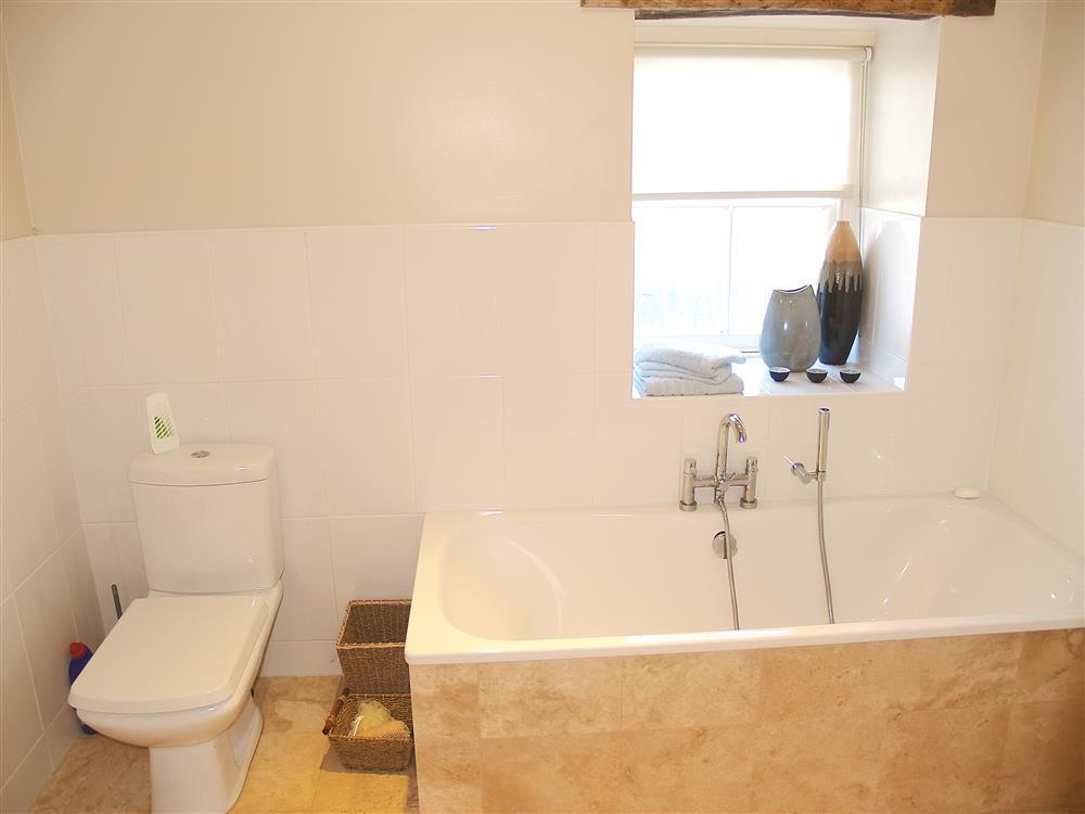 03-Bathroom-880