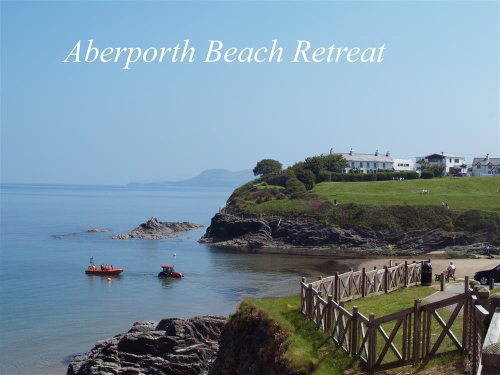 Sea view holiday apartment at Aberporth beach in Cardigan Bay - Sleeps 2 - Ref 536