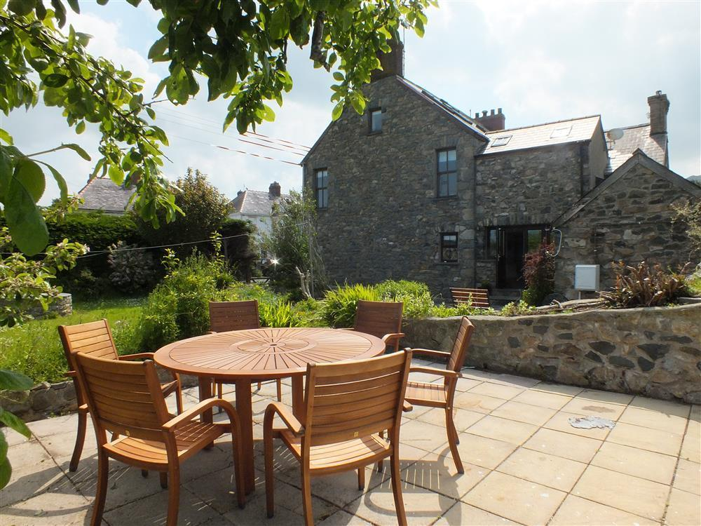 Three storey house  Parrog Road in Newport  Sleeps: 8  Property Ref: 2095