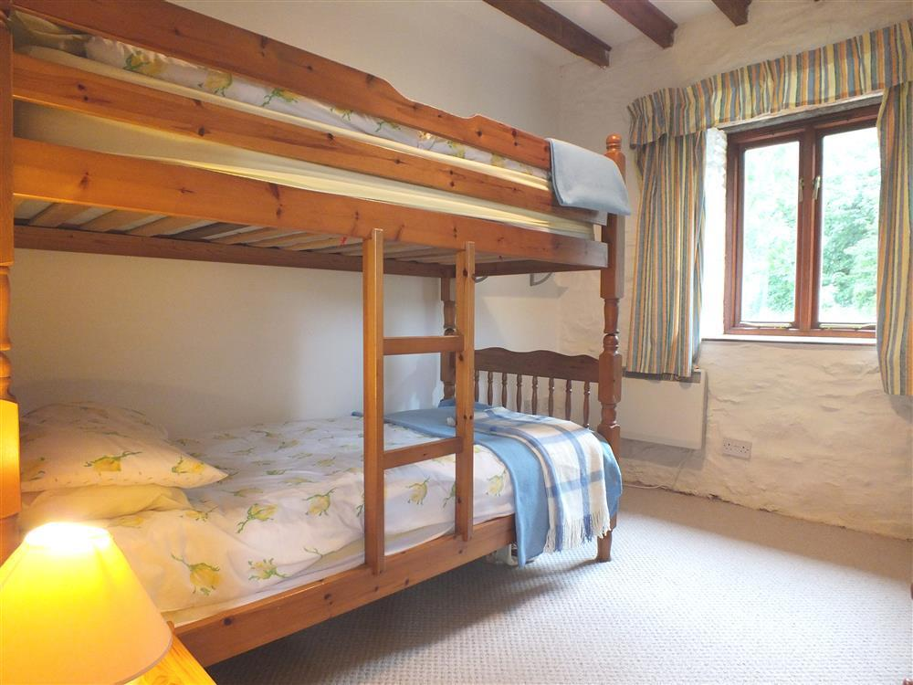 145-6-bunkbed-room