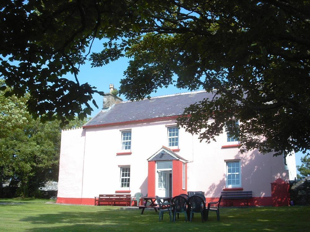 Spacious Farmhouse with enclosed garden near St Davids and Whitesands beach  Sleeps: 8  Property Ref: 234