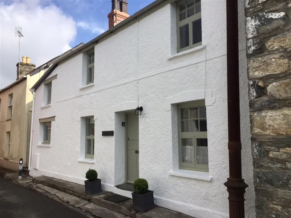 Comfortable white washed cottage on quiet lane in Newport  Sleeps: 6  Property Ref: 2208