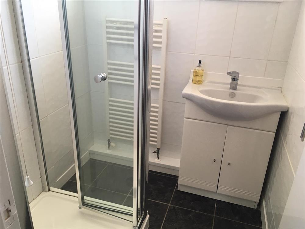 04 Shower room 412