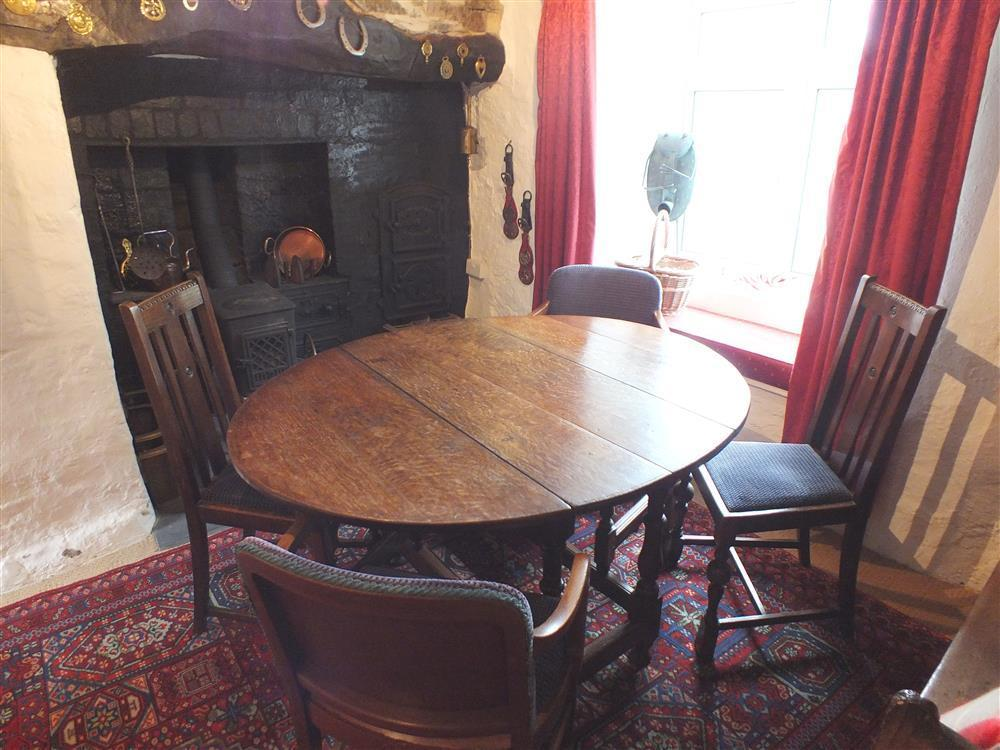 02 dining table 2151 (2)