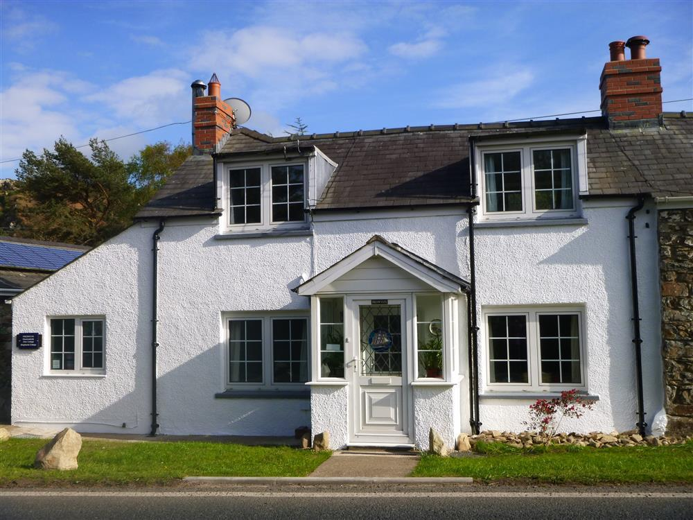 Cottage near the coast in the Pembrokeshire National Park  Sleeps: 6  Property Ref: 358
