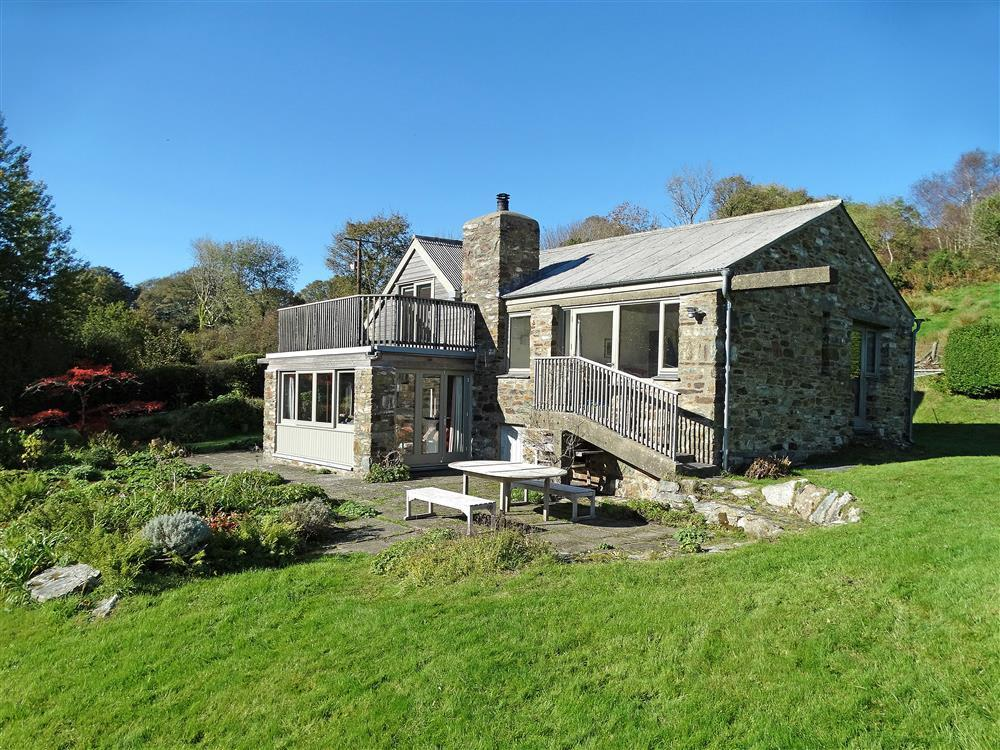 Secluded detached cottage with large garden and valley views - Sleeps 6 - Ref 2250