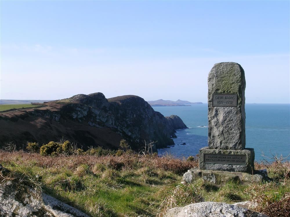 Photograph of 538-0-Strumble Head Scenery (1)