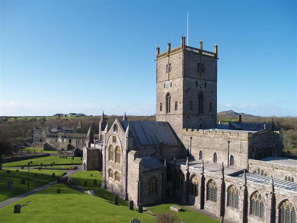 539-09-Local Area-St. Davids Cathedral (2)