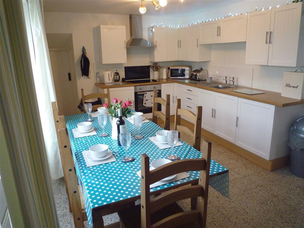 Photograph of 2232-4-Kitchen-dining-room (1)