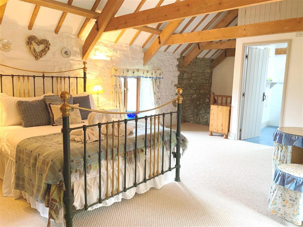 Romantic country barn conversion near Newport Sands and Ceibwr Bay - Sleeps 2 - Ref 146