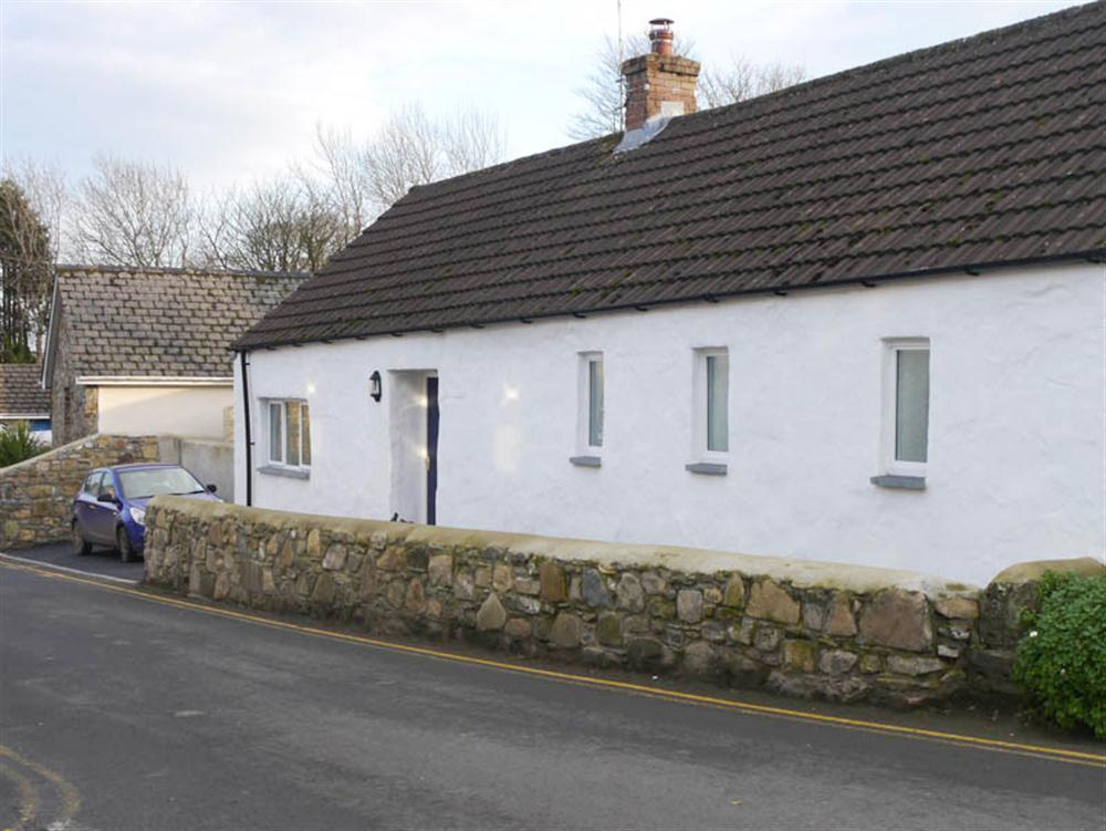 Gwenfro Cottage - East Street - Newport - Sleeps 4 - Ref 2111
