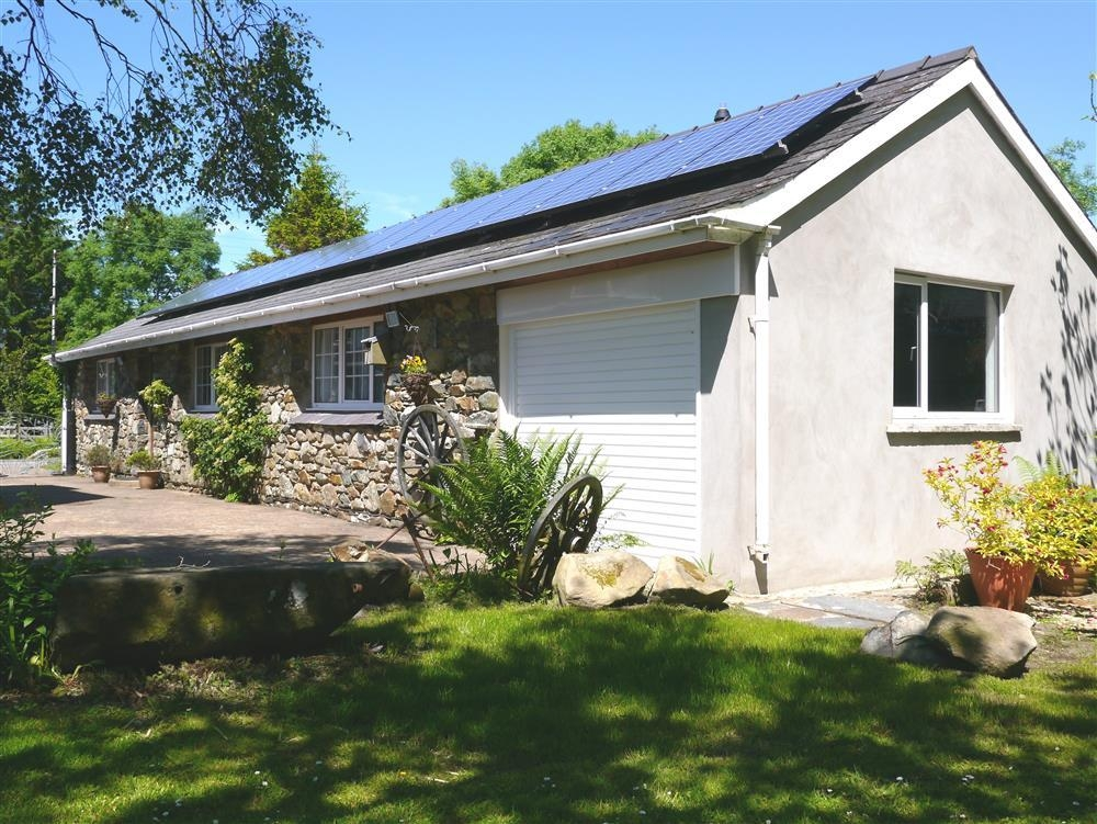 Stone Cottage - Dinas Cross - near Newport  Sleeps: 3  Property Ref: 153