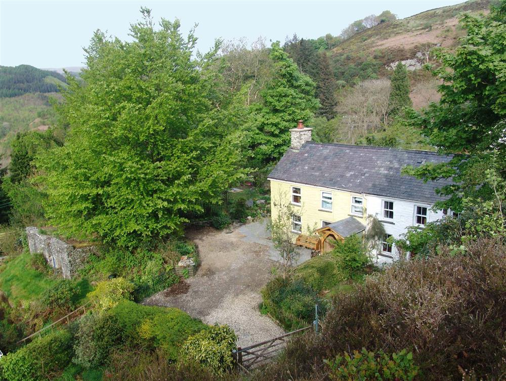 Cosy cottage nestled in the foothills of the Cambrian Mountains in the Ystwyth valley - Sleeps 5 - Ref 513