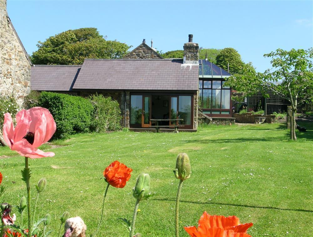 Converted Malt House at 800 acre farm within the Pembrokeshire National Park  Sleeps: 2  Property Ref: 812