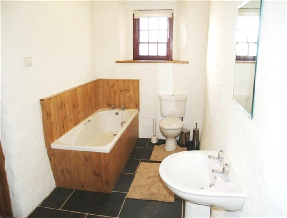 Photograph of 538-3-bathroom