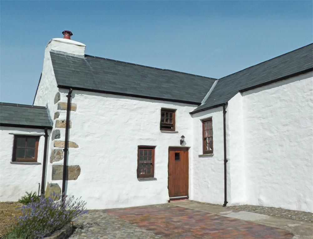 Cottage - near Strumble Head - Goodwick  Sleeps: 3  Property Ref: 538