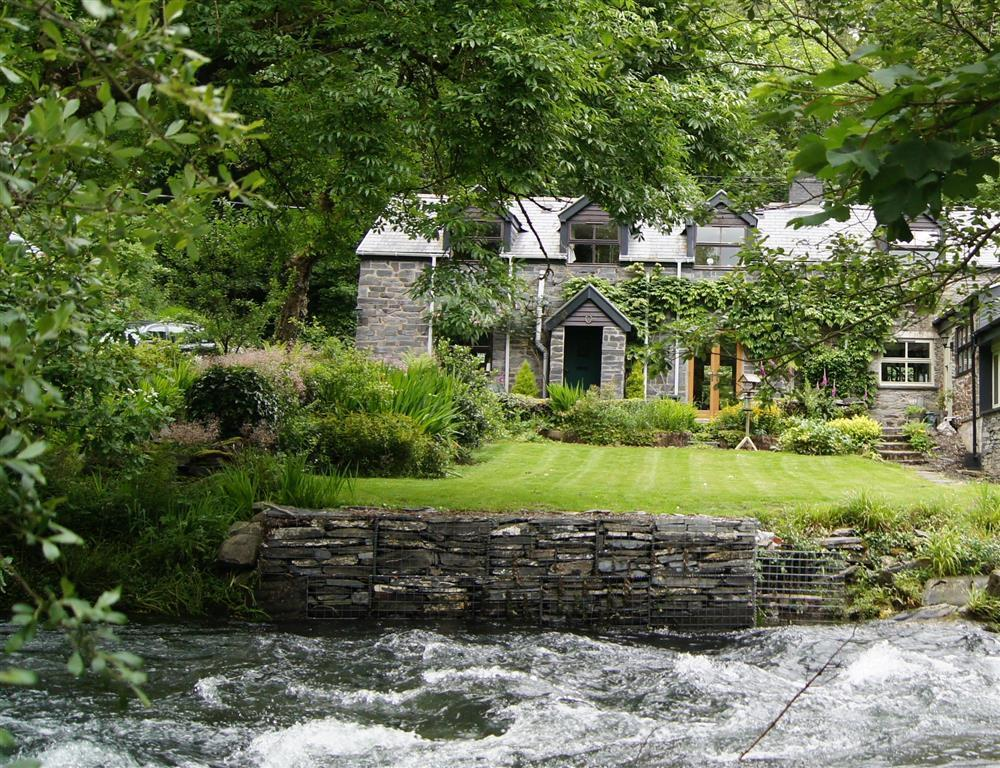 Riverside cottage in pretty wooded valley  Sleeps: 4  Property Ref: 2097