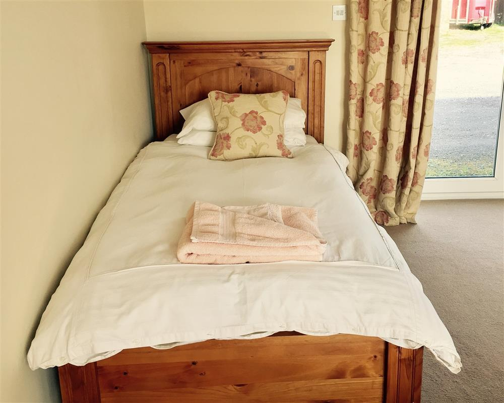 2003-1-single bed
