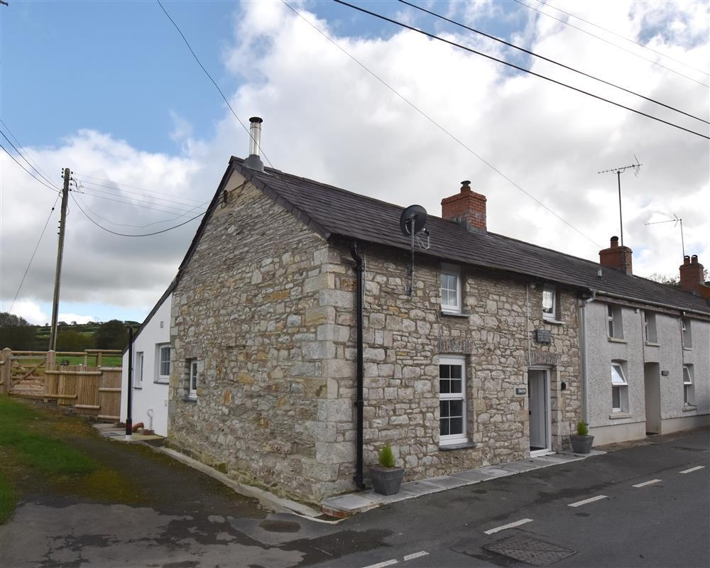 Stone Cottage -Talgarreg near New Quay - Sleeps 4 - Ref 2228