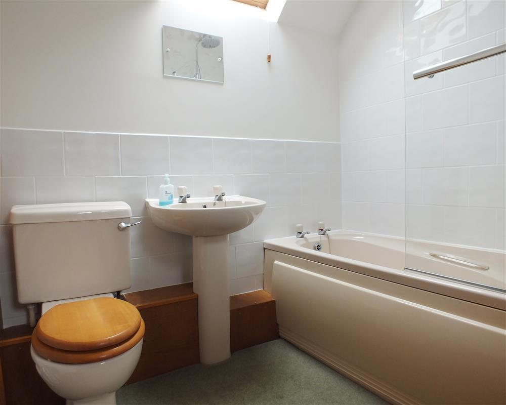 Photograph of 07 Bathrooms 2162 (2)