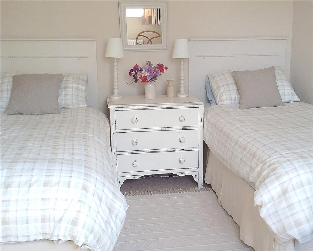04-Carew Cheriton Twin Bed-889