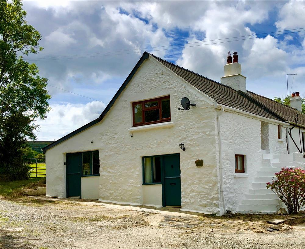 Converted barn near two beaches and the coast path - Sleeps 4 - Ref 2265