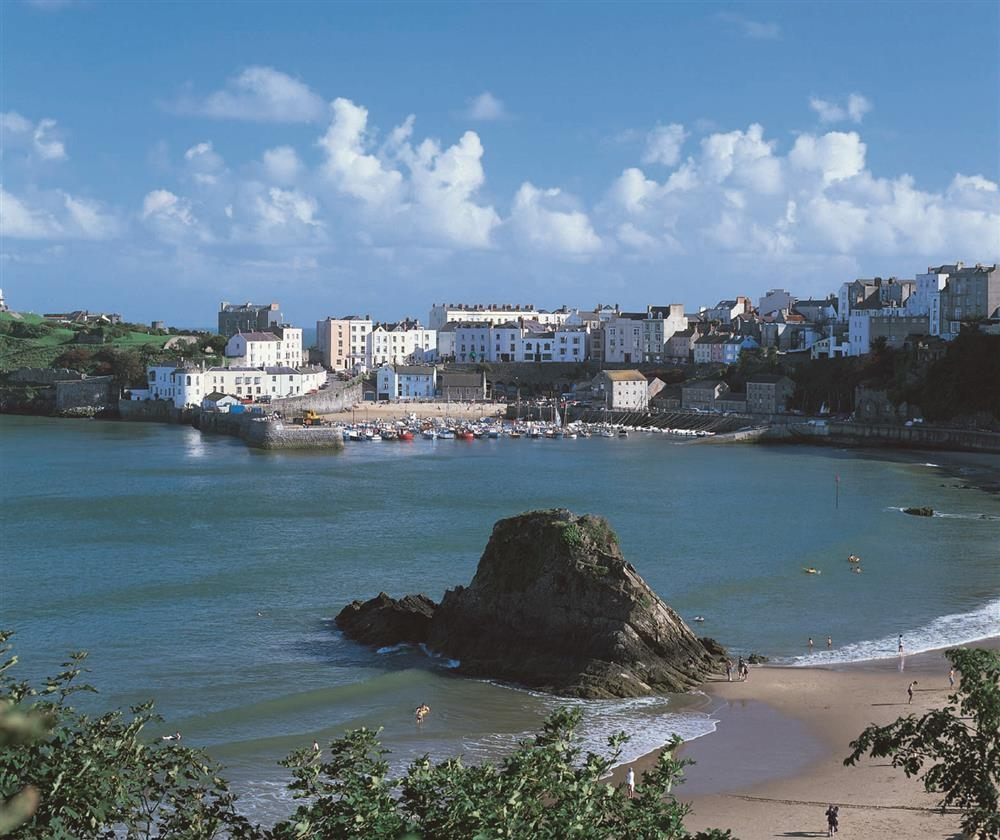 Photograph of 804-9-Tenby Harbour