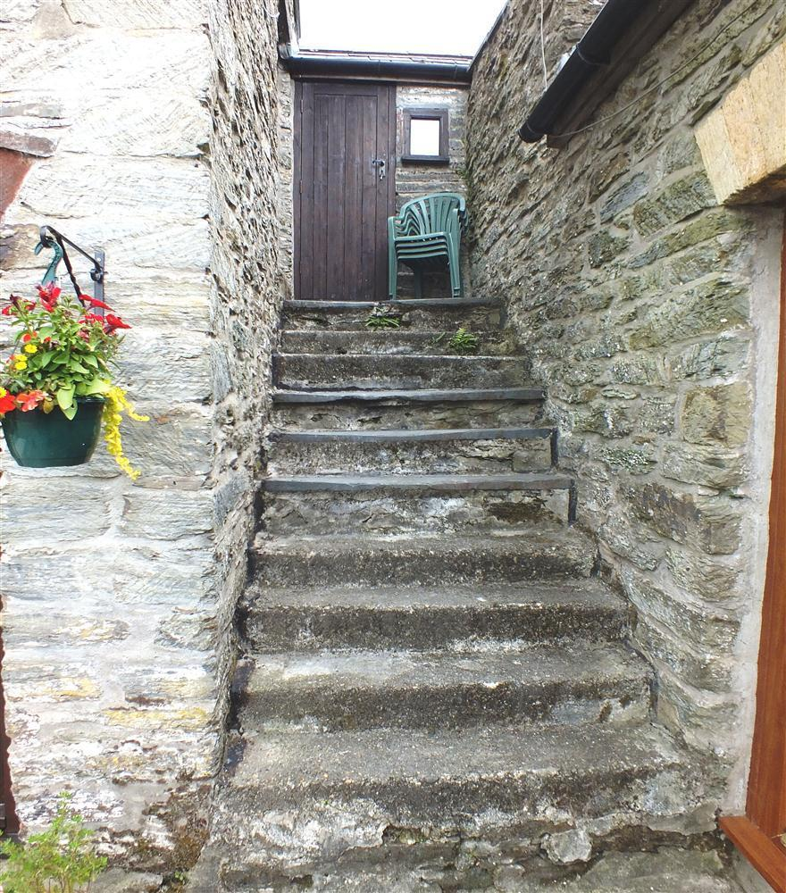 Photograph of 2136-8-Byre steps